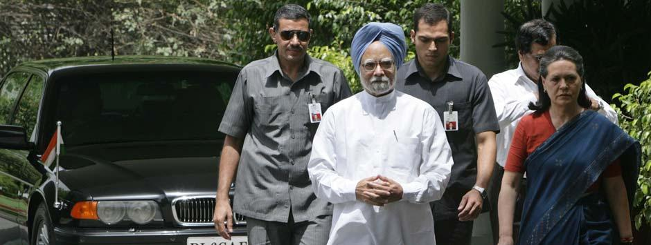Sonia's image no better than Manmohan's, reveals survey