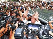 High drama outside TADA court as Sanjay Dutt surrenders