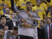 NBA playoffs: Spurs beat Warriors to advance, Knicks stay alive