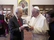 Pope accepts Peres' invitation to Israel