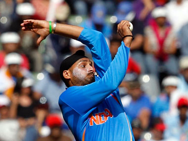 How have I become such a bad bowler in the last few months: Nehra ...