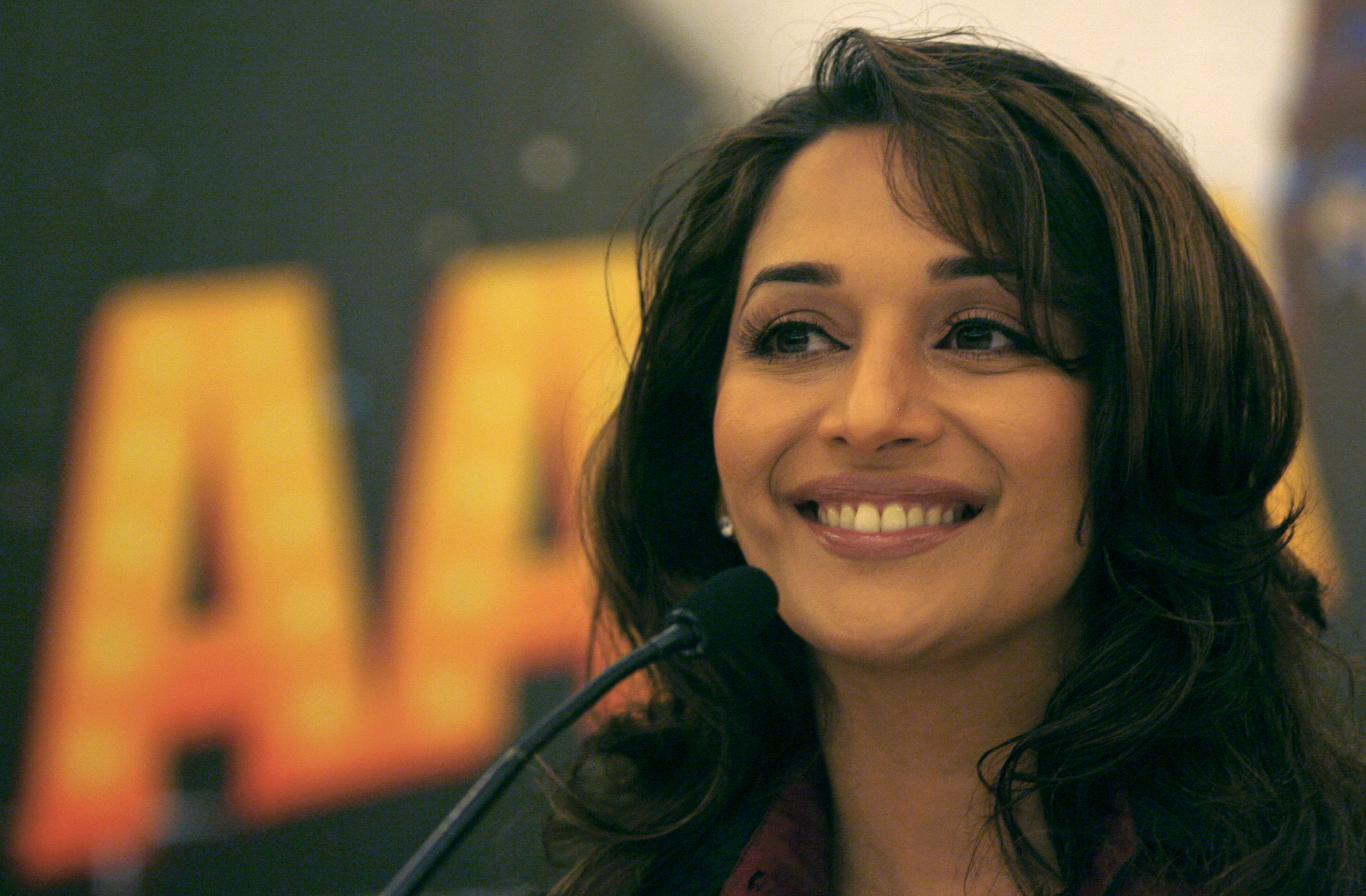 RTX444Z - Madhuri Dixit back to Mumbai for good with family