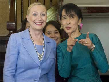 Wall Street to Open Up Myanmar clinton suukyi ap