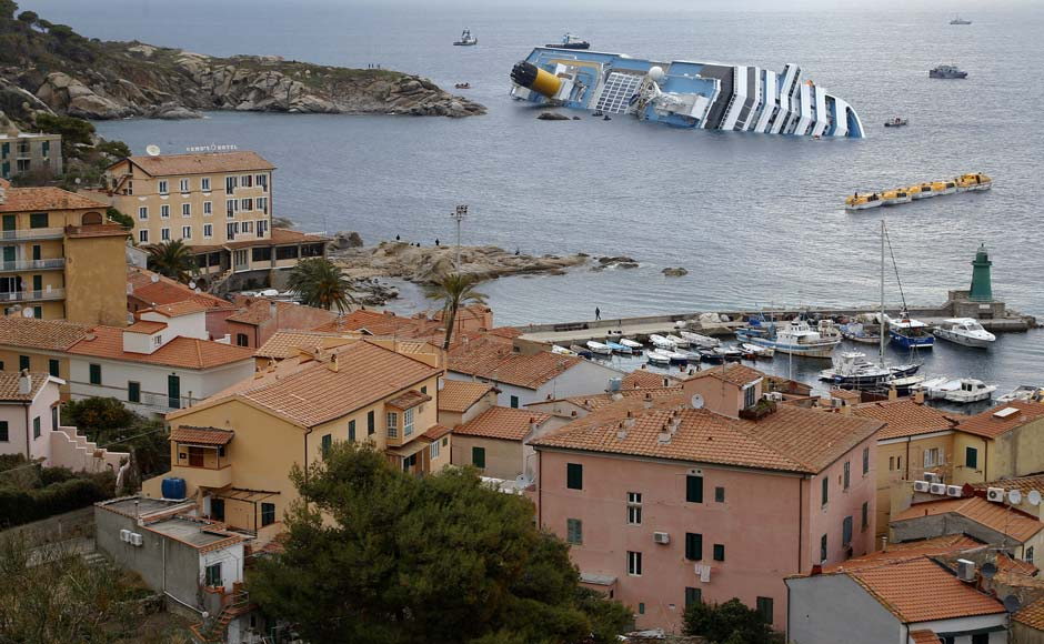 Images: Rescue operations near the Costa Concordia