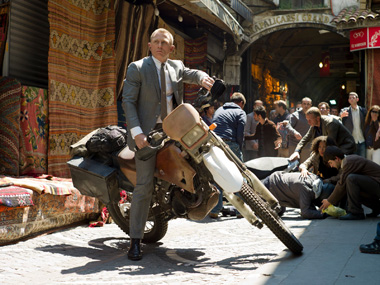 Bond fans forced to watch 30 mins of ads before 'Skyfall' at theatres