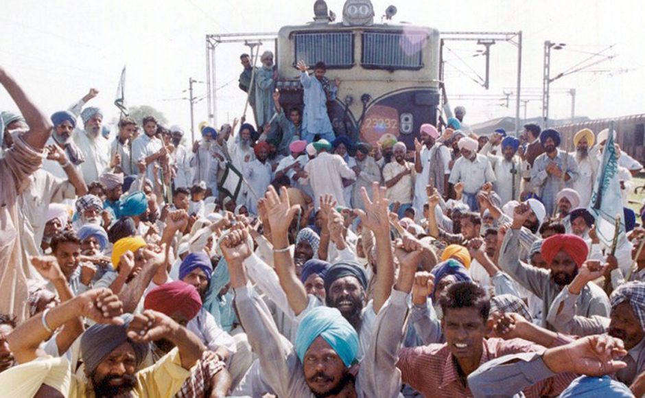 Punjabi rice farmers block trains at Chandigarh's railway station 29 September 2002, during a protest. The farmers demanded more subventions from the government. AFP