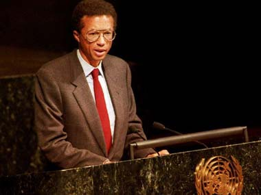 Arthur Ashe speaks about AIDS at the UN in 1992. AFP