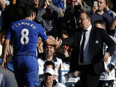Chelsea's interim manager Rafael Benitez (R) shakes hands with Frank Lampard. Reuters