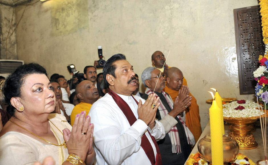 Sri Lankan President and his wife visit the Mahabodhi temple in Bodhgaya. PTI