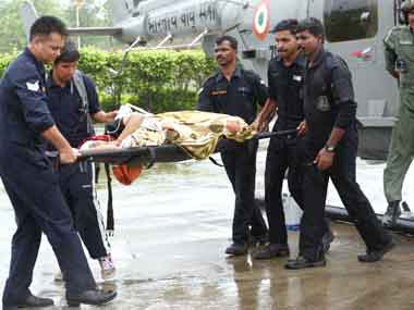 IAF personnel carry an injured pilgrim on s stretcher in Dehradun, on their rescue work in flood-hit ttarakhand. Image courtesy PIB