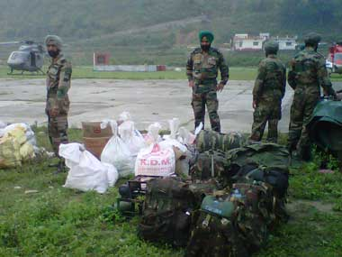 Army officials preparing for rescue operations. Image courtesy: Smita Sharma