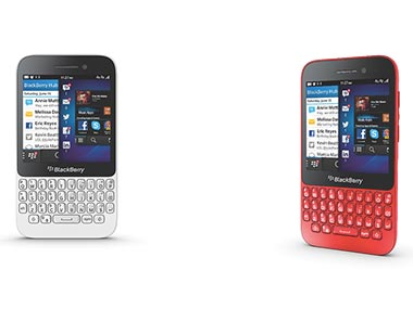 The BlackBerry Q5 in white and red: Publicity image