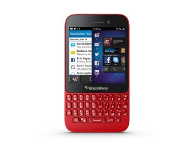The BlackBerry Q5 looks good in red