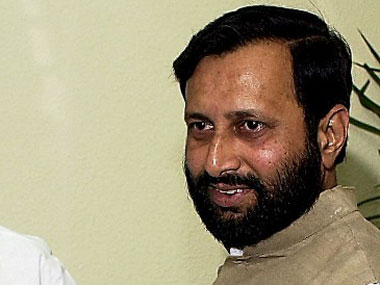 Centre considering 100 FDI in news media says Javadekar