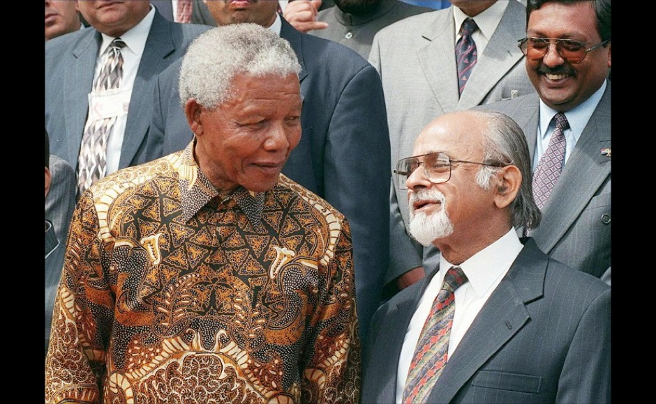 President Nelson Mandela (L) shares a light moment with Indian Prime Minister, the Honourable Mr I K Gujral during a photo-call at Tuynhuis in Cape Town  on 7 October, during the  Indian Prime Minister's official visit to the country. AFP