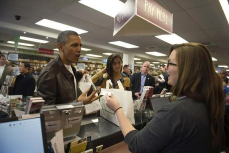 Obama and daughters go big on books on Small Business Saturday