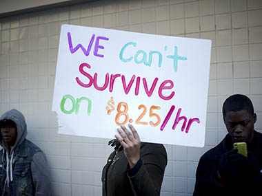 US fastfood workers rally for higher minimum wage
