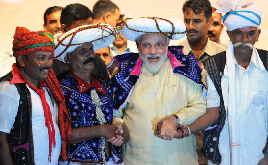 Indian Gujarat state Chief Minister and Bharatiya Janata Party's (BJP)  prime ministerial candidate, Narendra Modi (C), poses for a photo with supporters at his 64th birthday at the Town Hall in Gandhinagar, some 30 kms from Ahmedabad on September 17, 2013. Eyeing for return to power in Delhi after a gap of 15 years, the BJP, kicked off its election campaign at a rally coinciding with the birthday of its Prime Ministerial candidate Narendra Modi. AFP