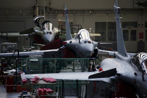 India delays Rafale deal after exhausting budget