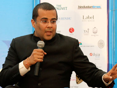Chetan Bhagat doles out gyan on Gaza gets hammered on Twitter