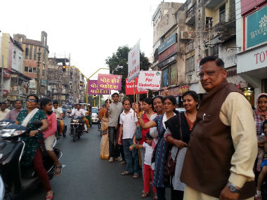 Elections 2014 In Vadodara a human chain for voter awareness