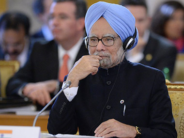 PM Manmohan Singh gets standing ovation from personal staff