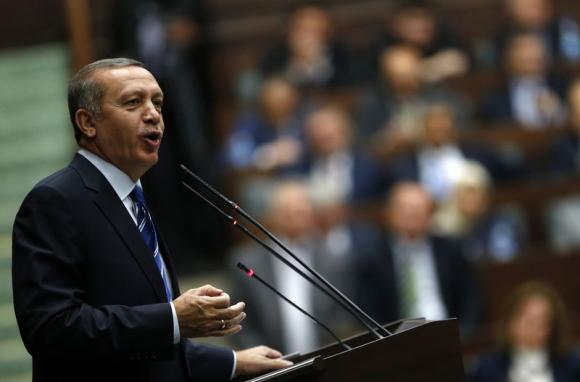 Turkeys Erdogan heckles critic storms out of ceremony