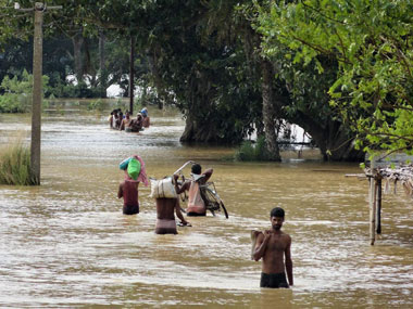 West Bengal floods Death toll rises to 31 but weather conditions improving marginally