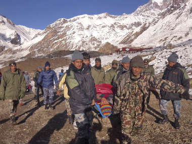 Nepal closes trekking route after 38 die in snowstorms