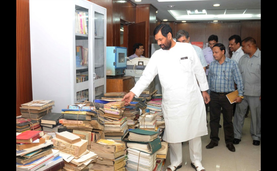 The Union Minister for Consumer Affairs, Food and Public Distribution, Shri Ram Vilas Paswan undertakes surprise checks to see cleanliness in his Ministry, in New Delhi on October 01,2014.
