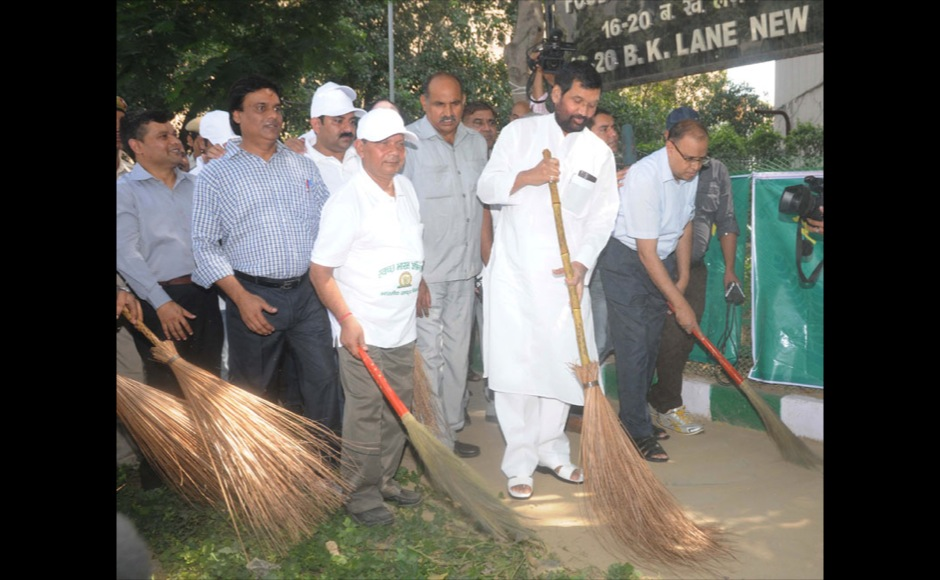 The Union Minister for Consumer Affairs, Food and Public Distribution, Shri Ram Vilas Paswan participating in the Swachh Bharat Mission, in New Delhi on September 29, 2014.