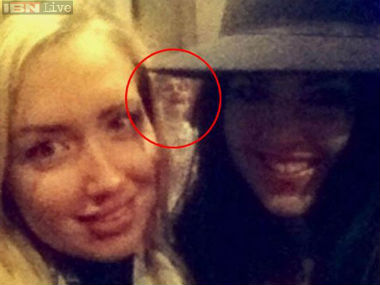 Ghost or photoshop Selfie with ghostly figure in the back goes viral