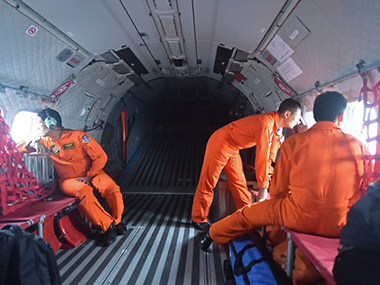 Indonesian air force members during the rescue mission. AFP image.