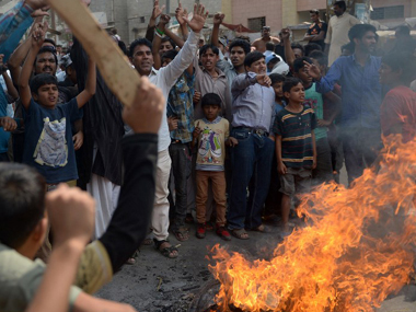 Pakistani Christians protest against the Sunday suicide bombing that killed 15 people in Lahore. AFP