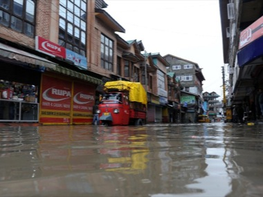Flood alert in Kashmir after Jhelum crosses danger mark