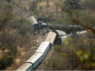 Muri Express derails in UP, one killed, six injured