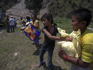 Nepal earthquake: death toll rises to 7,040, 14,087 injured