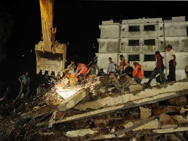 Four persons killed, 20 families feared trapped in building collapse at Thane