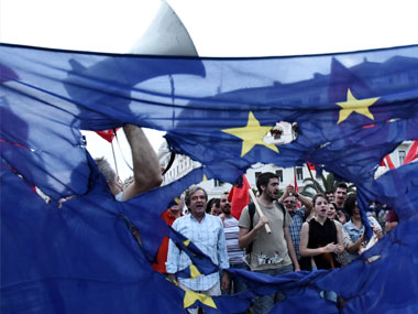 Greek referendum: Polls show dead heat between the 'yes' and 'no' camps