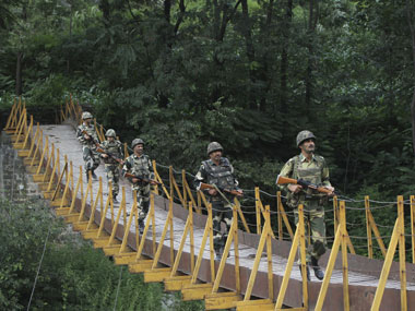 Pakistan violates ceasefire again, army fire at Indian posts in Jammu
