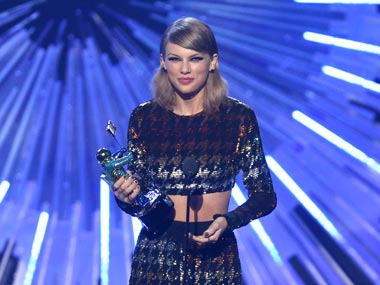Taylor Swift bags 4 trophies as host Miley Cyrus grabs eyeballs at 2015 MTV Video Music Awards