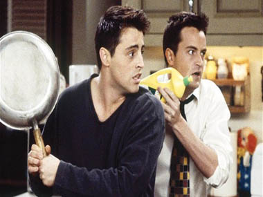 Matthew Perry Matt LeBlanc werent invited to Jennifer Anistons wedding Heres why