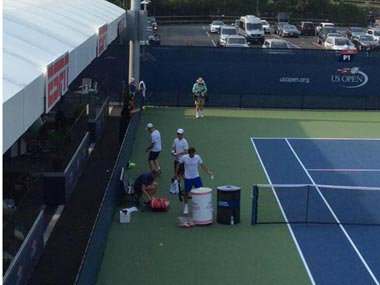 Swachh Tennis Abhiyaan: Roger Federer seen cleaning practice courts at US Open