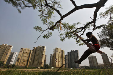With 70 unsold flats priced Rs 1 cr in Mumbai RBI rate cut wont boost demand