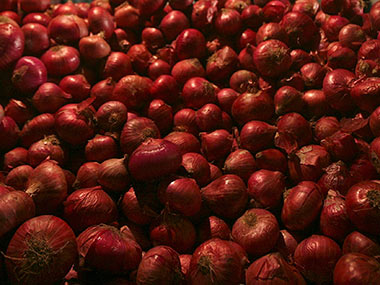 Onion prices remain high across major cities average rate Rs 100 per kg highest Rs 165 per kg at Panaji