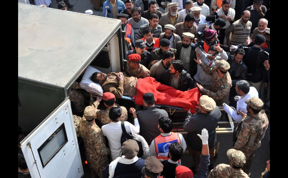 Pakistani rescuers shift an injured victim in an army ambulance from a hospital following an attack by militants in the Bacha Khan university in Charsadda, about 50 kilometres from Peshawar, on January 20, 2016. At least 21 people died in an armed assault on a university in Pakistan on January 20, where witnesses reported two large explosions as security forces moved in under dense fog to halt the bloodshed. AFP PHOTO / Hasham AHMED / AFP / HASHAM AHMED