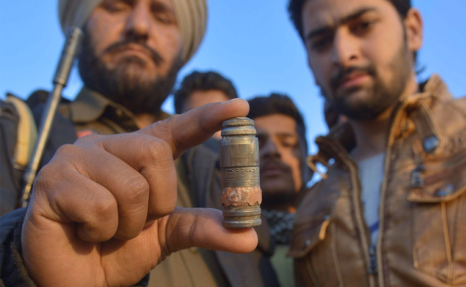 Indian police personnel display a cartridge shell near the Air Force Base in Pathankot on January 2, 2016 during an ongoing attack on the base by suspected militants. A major operation to secure an Indian air force base attacked by suspected Islamist militants has ended, police said, 14 hours after gunmen wearing army uniforms infiltrated the installation in northern Punjab state. AFP PHOTO/ NARINDER NANU