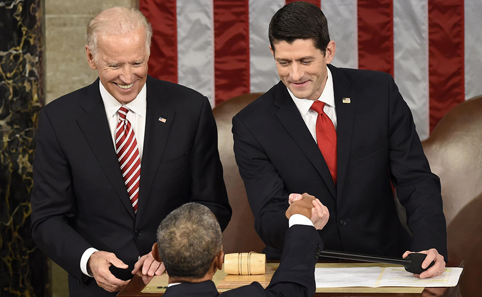 House Speaker Paul Ryan (R), R-WI, and US Vice President Joe Biden (L) shake hands with US President Barack Obama before the State of the Union Address during a Joint Session of Congress at the US Capitol in Washington, DC, January 12, 2016. Barack Obama will give his final State of the Union address Tuesday, perhaps the last big opportunity of his presidency to sway a national audience and frame the 2016 election race. AFP PHOTO / SAUL LOEB / AFP / SAUL LOEB