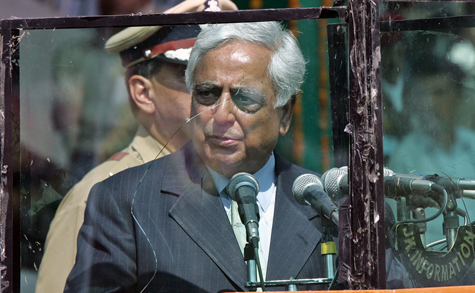 Chief minister of Jammu and Kashmir Mufti Mohammad Syed speaks during Independence Day celebrations in Srinagar. The chief minister of Jammu and Kashmir Mufti Mohammad Syed speaks behind bullet-proof glass during Independence Day celebrations in Srinagar, August 15, 2005. A grenade exploded near a stadium in Indian Kashmir's main city of Srinagar on Monday before the start of a ceremony to mark India's independence anniversary, but police said there was nobody dead or wounded. The grenade went off an hour before Syed was due to attend the independence celebrations at the heavily guarded stadium. REUTERS/Fayaz Kabli