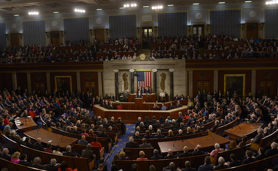 US President Barack Obama (C) speaks during the State of the Union Address during a Joint Session of Congress at the US Capitol in Washington, DC, January 12, 2016. Barack Obama will give his final State of the Union address Tuesday, perhaps the last big opportunity of his presidency to sway a national audience and frame the 2016 election race. AFP PHOTO / SAUL LOEB / AFP / SAUL LOEB